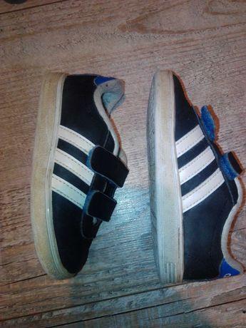 Adidaski r22 Adidas