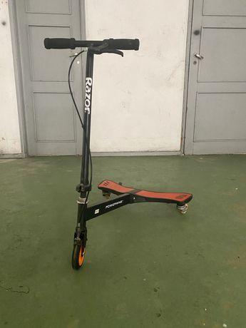 Trotinete de criança de 3 rodas modelo Powerwing da Razor