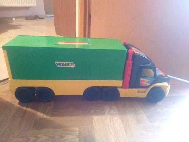 Samochód  firmy Wader