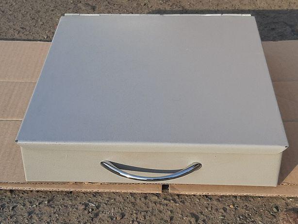 Продам железную коробку с крышкой