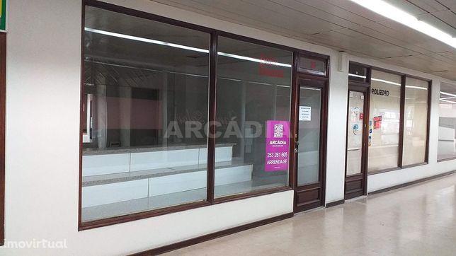 Arrenda-se Loja Em Centro Comercial No Centro de Braga