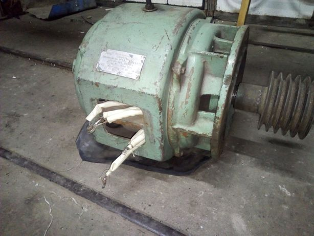 Двигун на токарьний станок