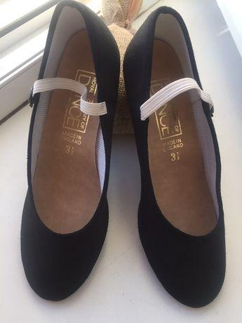 Танцевальные туфли на девочку ( Англия)