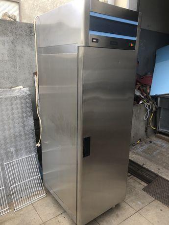 Arca / Armário Vertical de Refrigeração AUREA em inox