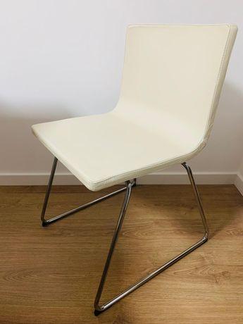 Cadeira em pele branca