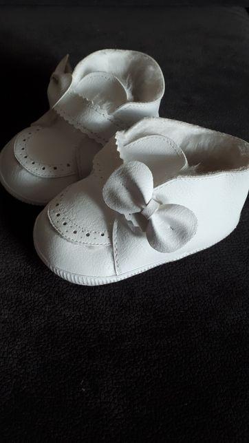 Buty buciki niechodki chrzest białe ocieplane futerko