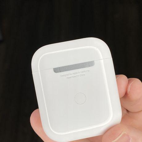 Лучший подарок к 8 марта Apple Airpods 2