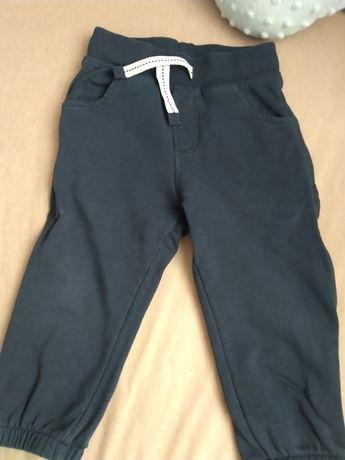 Granatowe spodnie dresowe roz. 92-98