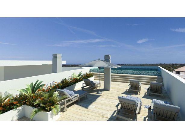 Excelente T1 + 1 com terraço e piscina na cobertura em Ta...