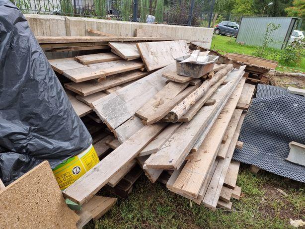 Deski budowlane szalunkowe różne resztki po budowie