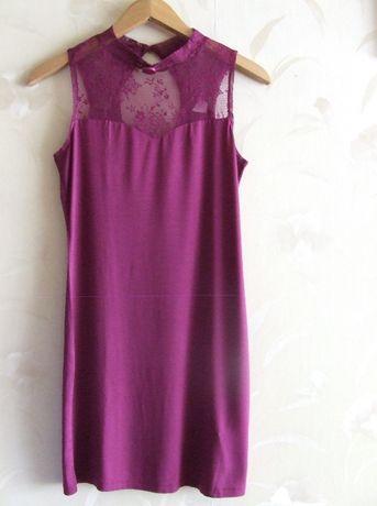 Zmysłowa sukienka z transparentnym dekoltem
