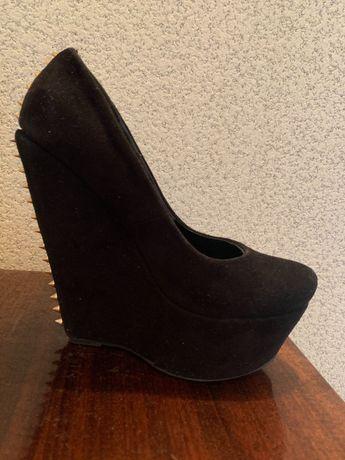 Демисезонные туфли на платформе