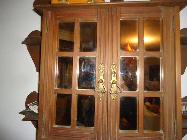 Móvel em Madeira com portas em Espelho
