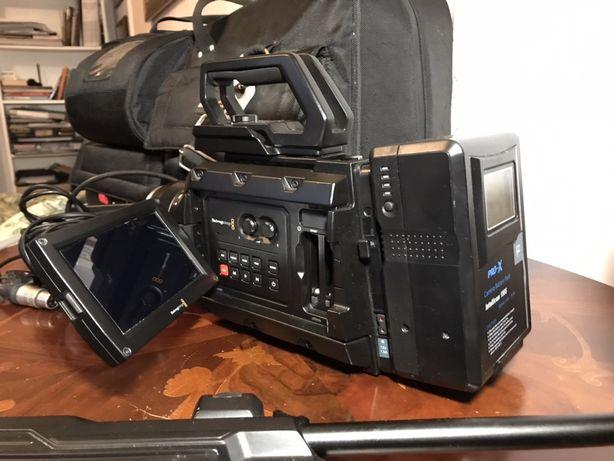 Kamera Blackmagic Ursa 4K EF - w zestawie z baterią i osprzętem.