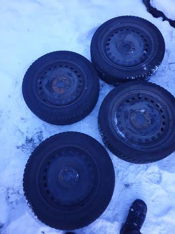 Felgi  z oponami zimowymi Ford Focus