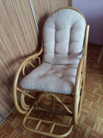 Fotel bujany rattanowy