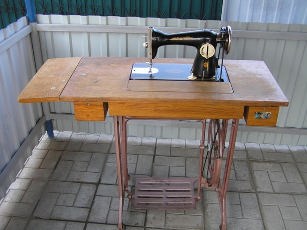Продам швейну машинку.