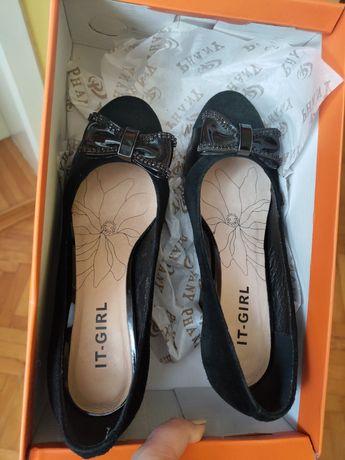 Шкіряні стильні туфлі