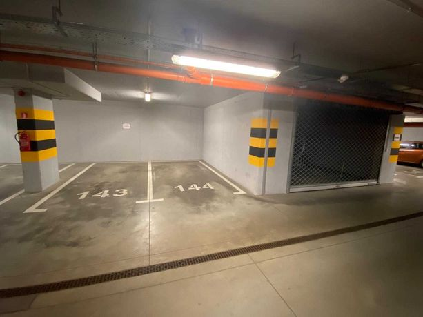 Miejsca parkingowe w Hali Garażowej ul. Rolna 31 (budynek Budimexu)