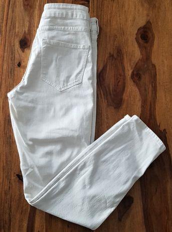 Białe jeansowe spodnie z #HM
