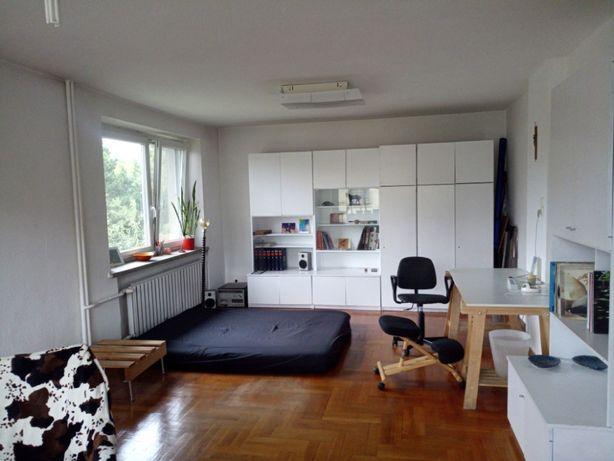Bardzo duży słoneczny pokój w mieszkaniu studencko-pracującym