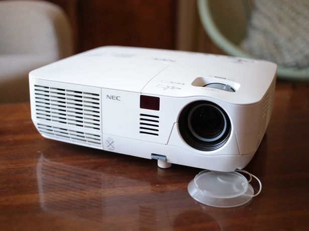 Projektor NEC v260