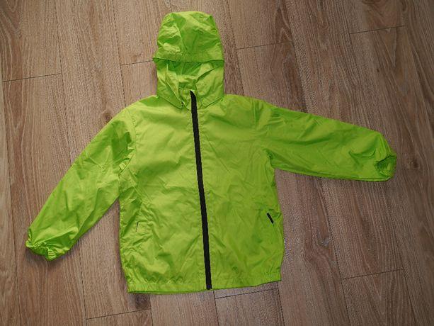 kurtka wiatrówka przeciwdeszczowa rozm. 122/128 HM zielona chłopiec