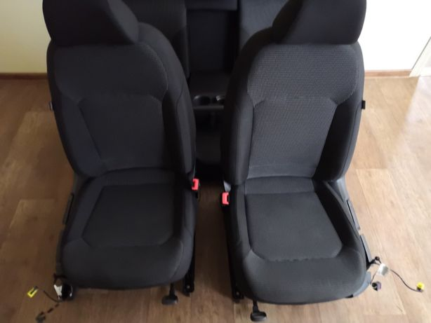Продам комплект сидений от VW Passat B8 USA