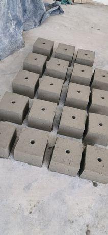 Betonowy fundament do lamp ogrodowych