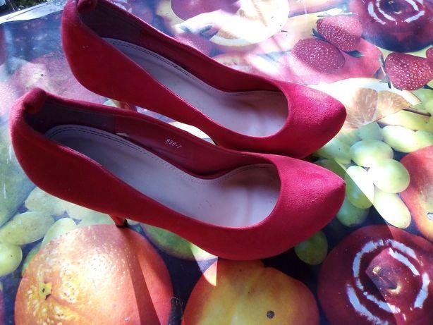 Красивые туфли лабутены