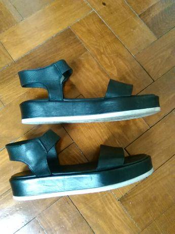 Sandálias pretas da COS impecáveis