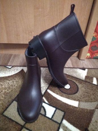Продам резиновые ботинки/полусапожки