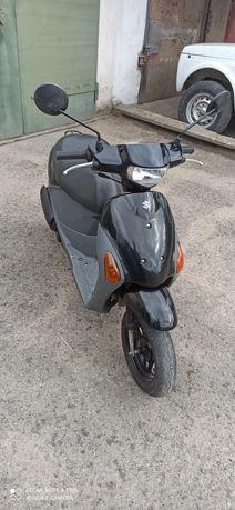 Скутер Suzuki lets 4
