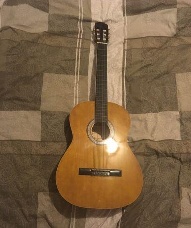 Sprzedam gitarę ( jest możliwość wysyłki)