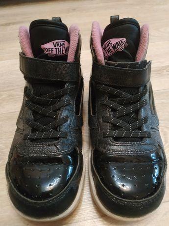 Продам кроссовки  фирмы VANS