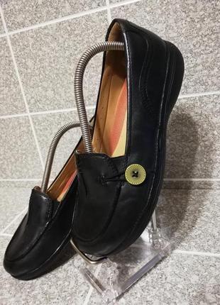 Женские кожаные туфли комфорт на резиночке Clarks 37р