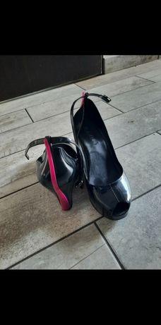 Czarne buty na koturnie rozmiar 38