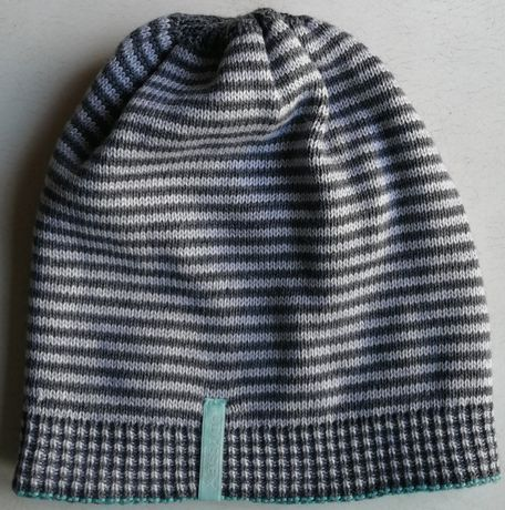 Продам зимнюю шапку двухстороннюю!