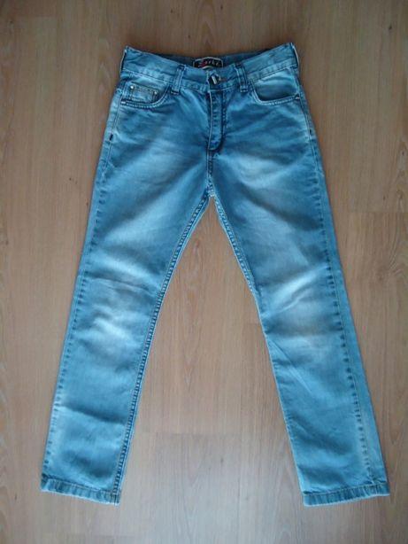 На мальчика 8-10 лет фирменные джинсы, Турция, состояние новых, дёшево