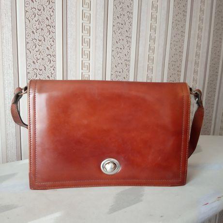 Клатч чи вінтажна сумочка