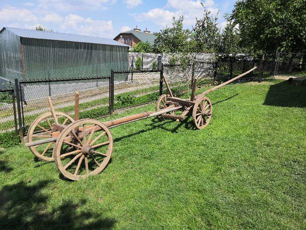 Zabytkowy wóz konny drewniany