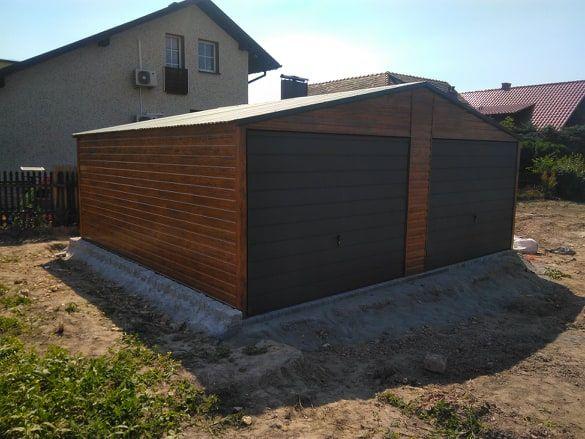 Garaż blaszany dwustanowiskowy dwuspadowy drewnopodobny