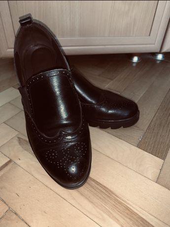 Осіннє шкіряне взуття, туфлі