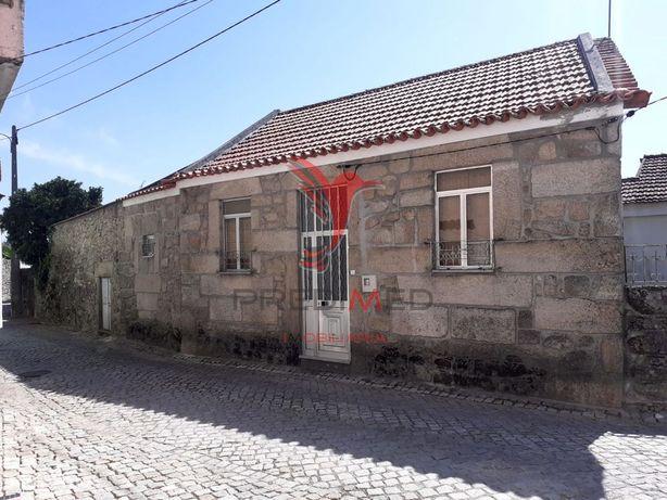 Excelente Casa em Pedra com Terreno