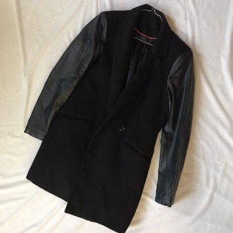 Пальто с кожаными вставками