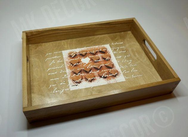 Drewniana taca prostokątna z uchwytami - serca