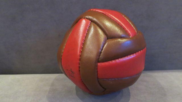 Skórzana piłka do siatkówki ręcznie szyta 1986