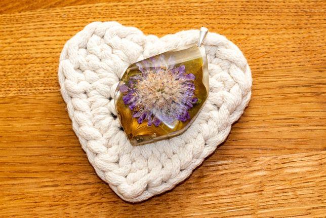 Wisiorek, naszyjnik, zawieszka z kwiatów w żywicy, handmade