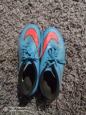 Buty piłkarskie Nike HyperVenom rozmiar 41