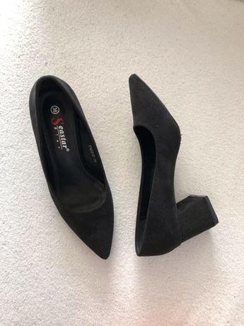 Czarne klasyczne czółenka pantofle na słupku